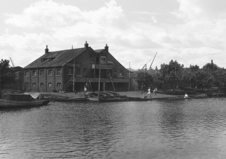 Radley boathouse at Lea dock
