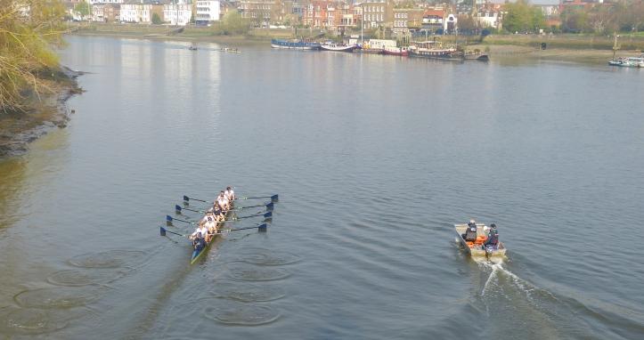 Oxford row away from Hammersmith Bridge.