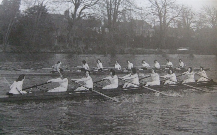 1942 crew rowing a race (courtesy of Newnham College).