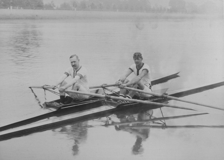 Hunting Howell (on the right) with his coach, the professional sculler Bill East. Courtesy of the National Rowing Foundation.