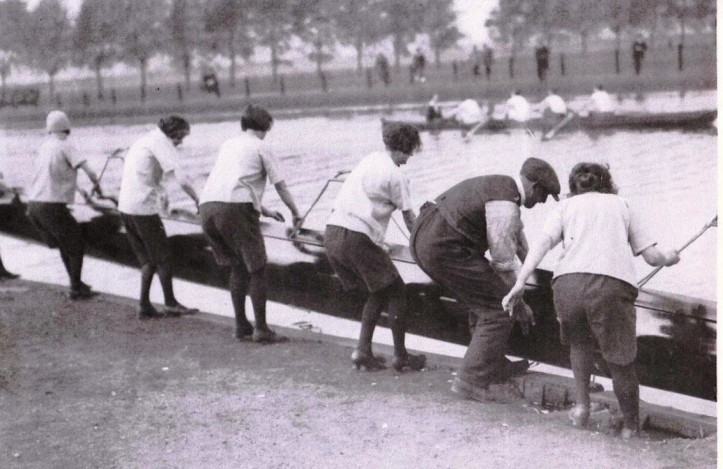 Cecil Ladies retrieve their eight after an outing – source of picture  unknown