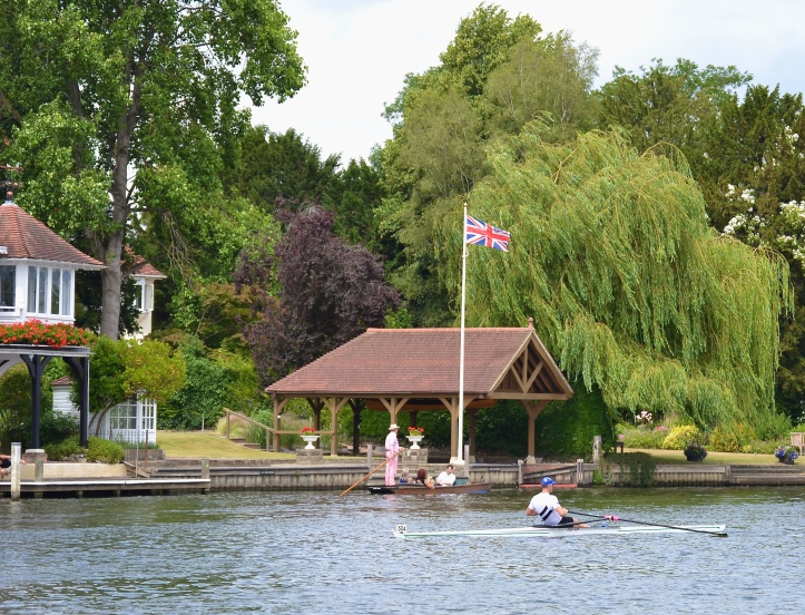 Pic 18. Drysdale returns from the finish, passing one of Henley's deprived areas.