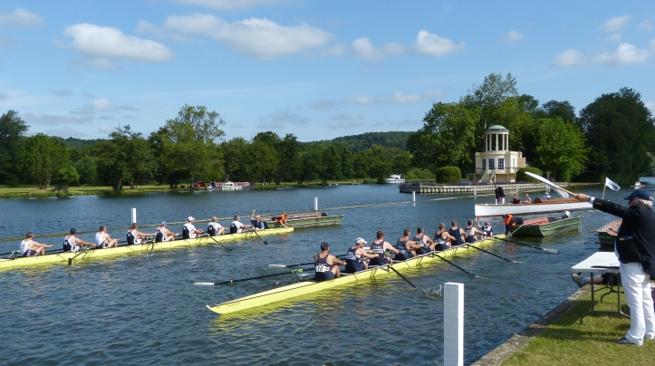Pic 4. Molesey (19) and Upper Thames (18) on the start for a semi-final of D8.