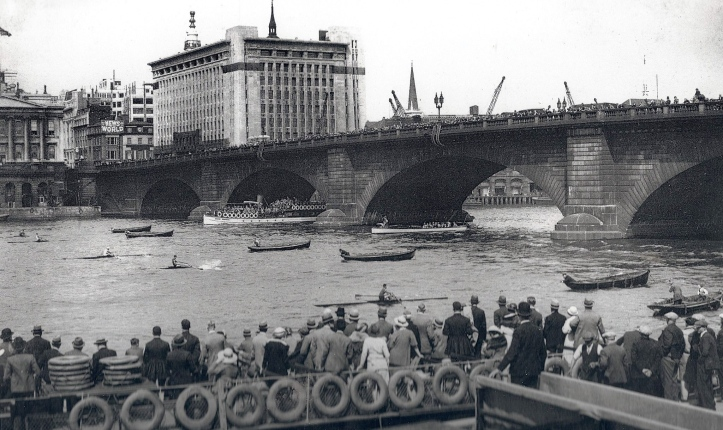 Pic 10. 1934: The start, facing Fishmongers' Hall. London Bridge is packed with supporters.