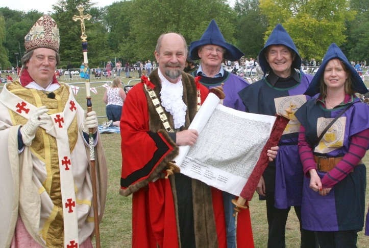 Pic 13. The 'Archbishop of Canterbury' with the (real) Mayor of Runnymead.