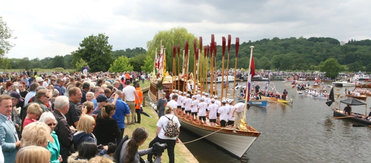Pic 15. Gloriana with 'tossed oars', salutes the row past.