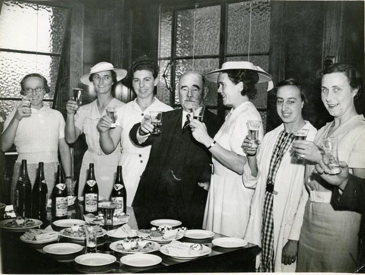 1938 Women's Crew drinking beer Australia