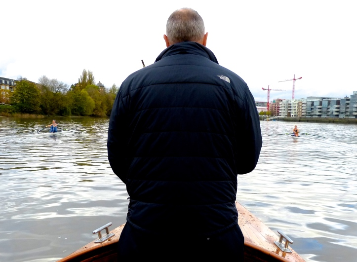 Pic 8. With the scullers untypically far apart as they approach Harrods, Sir Steve can relax for a time.
