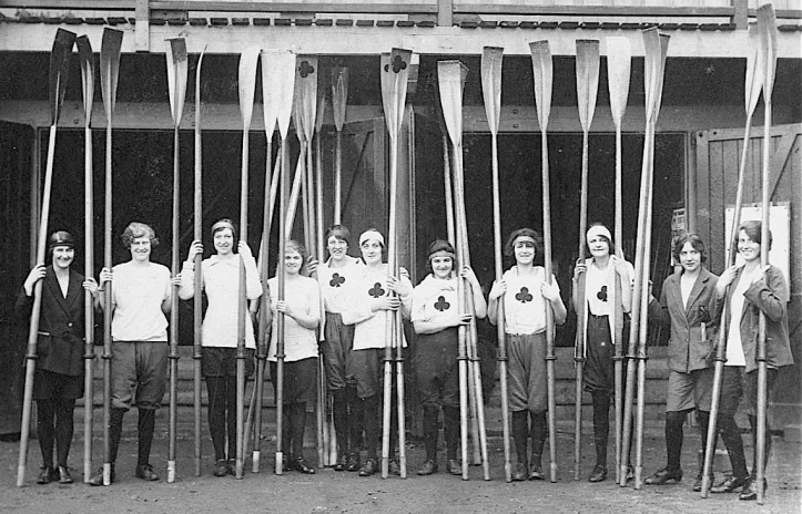 Pic 8. Outside Tom Green's. Those wearing the 'club' symbol are from the Ace Rowing Club of Barnes and the others are from Weybridge Ladies Amateur Rowing Club.