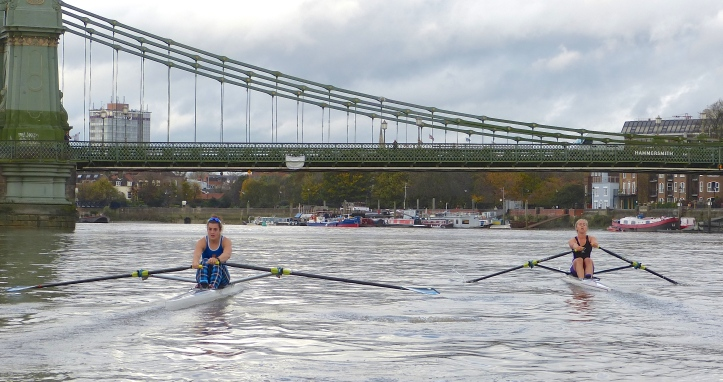 Pic 9. Francis (left) reached Hammersmith Bridge in 8.25, Hodgkins-Byrne (right) in 8.23.5.