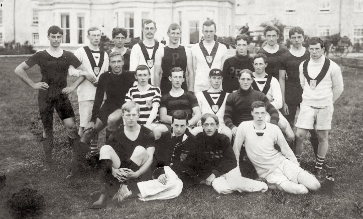 The 1901 Varsity crew of the University of Pennsylvania intermingled with the crew of the Dublin University Boat Club.