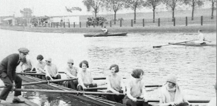 1925 Cecil Ladies Regatta – Yvonne Stuart may be at 5 in Cecil Ladies Eight.