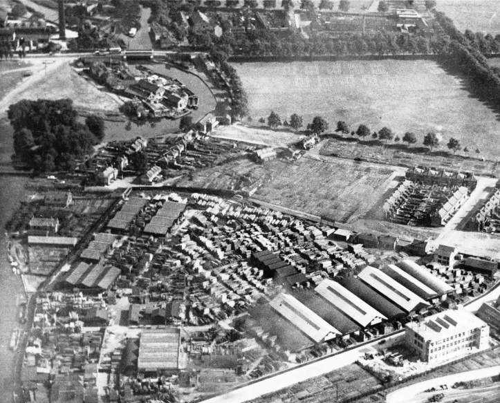 1926 Aerial View of the Lea with Radleys boat house mid-left below the trees.