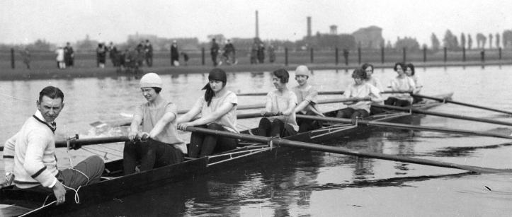 Cecil Ladies, date unknown; Yvonne Stuart may be in the six seat.