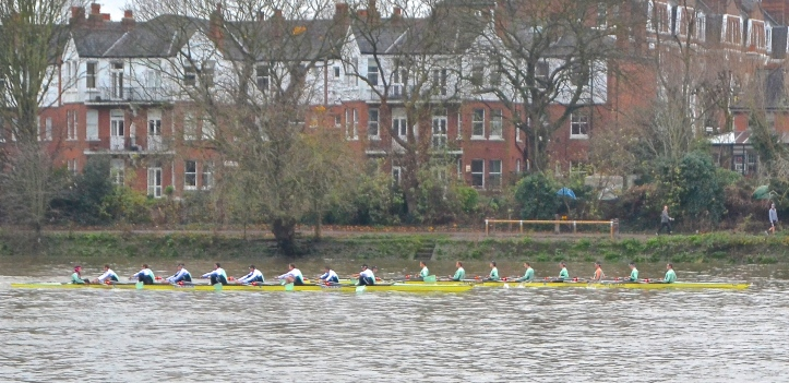 Pic 2. Approaching Hammersmith Bridge, 'Furte' leads 'Listo'.