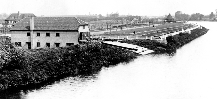 Pic 3. In 1930, Cygnet made its final move, away from Hammersmith to Duke's Meadows, Chiswick, and a new boathouse purpose built by the Civil Service Rowing Association. Initially the building was shared with many other civil service clubs such as the Customs and Exercise, the Ministry of Transport and the Stationery Office.