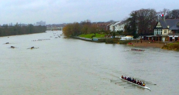 Pic 2. Hammersmith Head Division 4 marshals above Chiswick Bridge. On the right are Mortlake Anglian and Alpha Boat Club (which is one club) and Quintin Boat Club. The Oxford-Cambridge crews go in here at the end of the Boat Race.