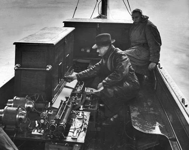 Broadcasting the Boat Race on radio, 1928.