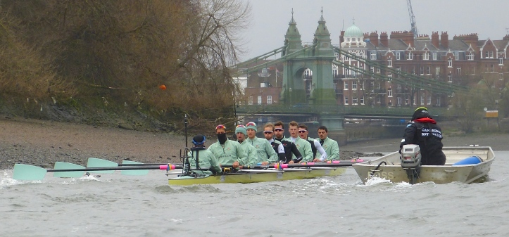 Pic 3. The Cambridge Blue Boat approaches Hammersmith Bridge.