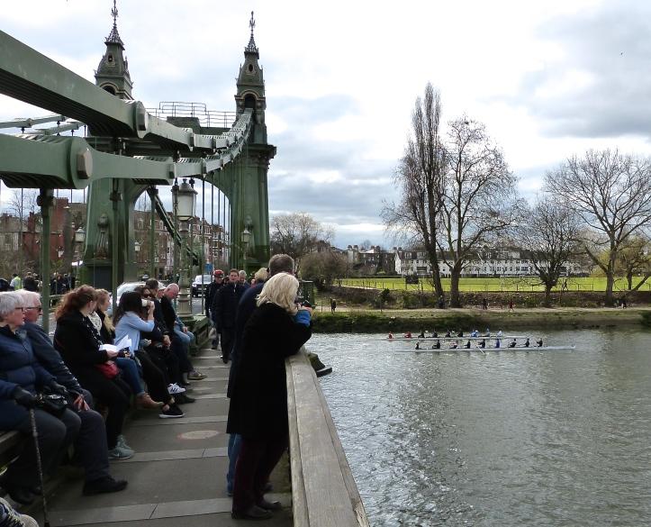 Pic 4. Spectators on Hammersmith Bridge.