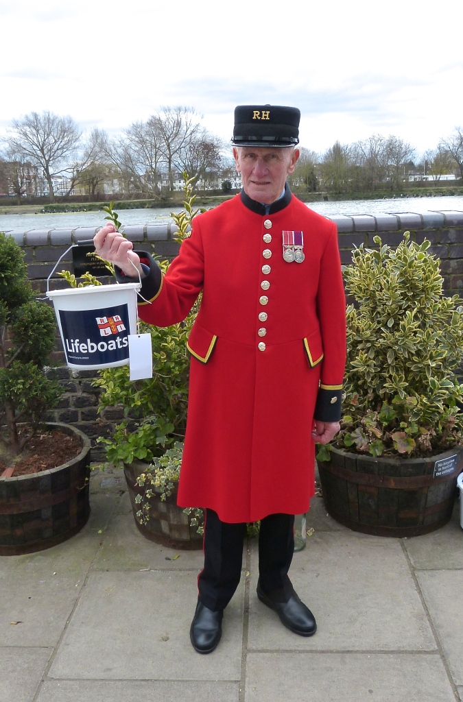 Pic 5. Are Chelsea Pensioners https://en.wikipedia.org/wiki/Chelsea_pensioner getting younger? That's a bad sign.