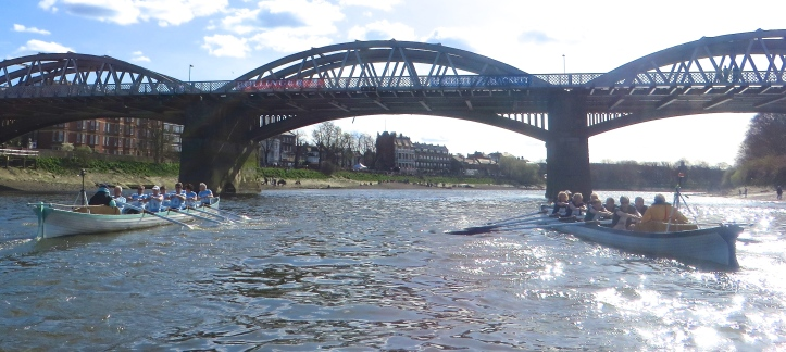 Pic 11. The crews were level approaching Barnes Bridge.