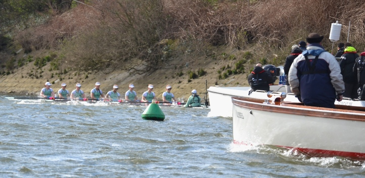 Pic 18. + 19 min 41 sec: Above Barnes Bridge the following flotilla was held back and Umpire Rob Clegg offered Cambridge the option to stop (my view of this was blocked by the umpire's launch). Cox Ostfeld refused it, moved to the Middlesex bank and, as her crew reached calmer water, the pumps began to empty the boat of water and they were able to row to the finish. Matthew 20:16. So the last will be first, and the first last.