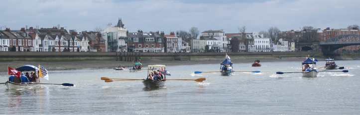 Pic 2. Rowing to the start at Hammersmith Bridge from Chiswick in 2013.