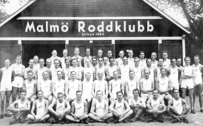 Outside the boat house in 1934, when Malmö RK celebrated the 50th anniversary. Observe the white and blue flag on the oarsmen's chests.