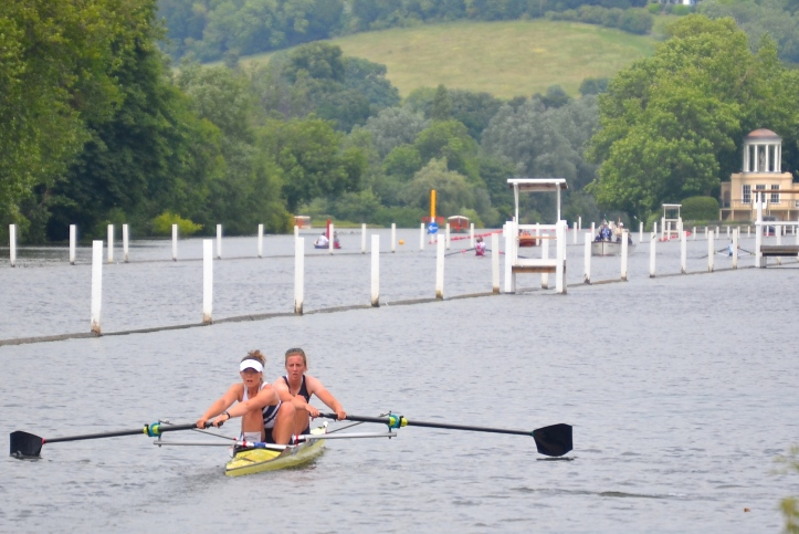 Elite Coxless Pairs: Oxford University Womens BC/Reading beat Cambridge University Womens BC, verdict Easily.