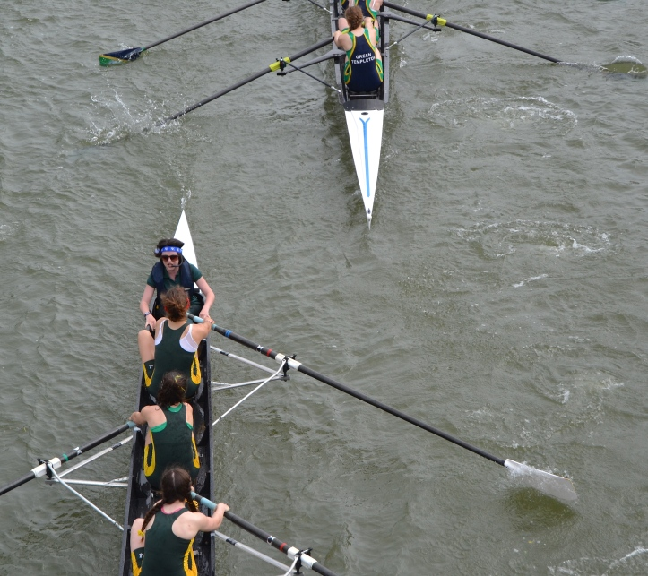 The view from Donnington Bridge, close to the start. In Women's Division III, Green Templeton soon threaten St Peter's.