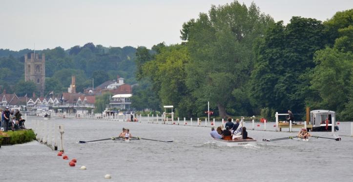 The Henley - Gloucester Hartpury race well underway.