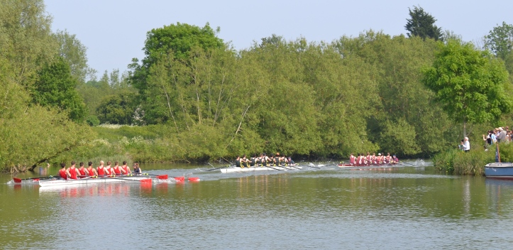 The 'Gut' is a tricky bend in the course that has been the downfall of many crews. Here, in Men's Division III, Exeter lead St Peter's and Merton out of the Gut.