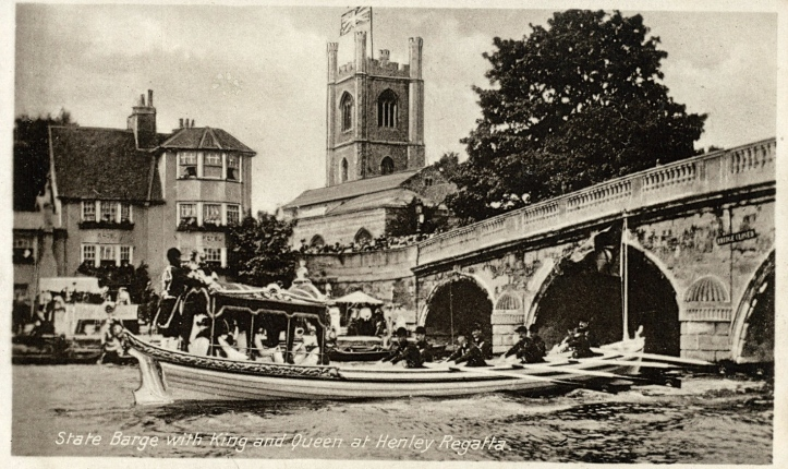 King George V and Queen Mary visited Henley Regatta in 1912. Here the Royal Barge, rowed by the Royal Watermen, goes through Henley Bridge.