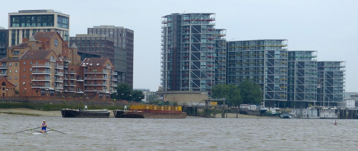 Somewhere before the old Battersea Power Station (5,900 metres) and the leader has a 'comfortable' lead.