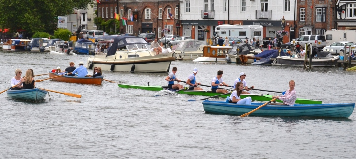 Returning from their win, Grasshopper are reminded that the return lane at Henley is different to most other regattas.