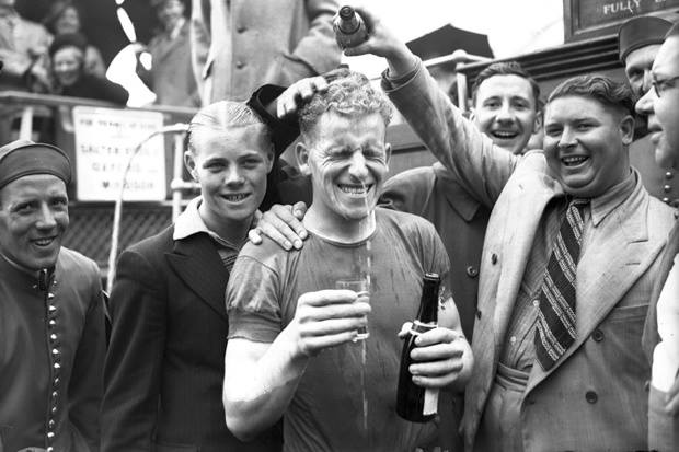 Flashback to 1939: David Thomas gets presented with some beer at Cadogan Pier.