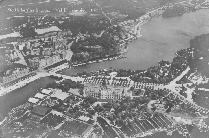 A postcard from the 1920s showing the Djurgården Bridge on the left. The finish was to the left of the bridge as viewed here, the promenade providing an ideal site for the viewing stands. The 'dog-leg' before the bridge can best be appreciated from this aerial shot. The start was far to the right, not in this picture.