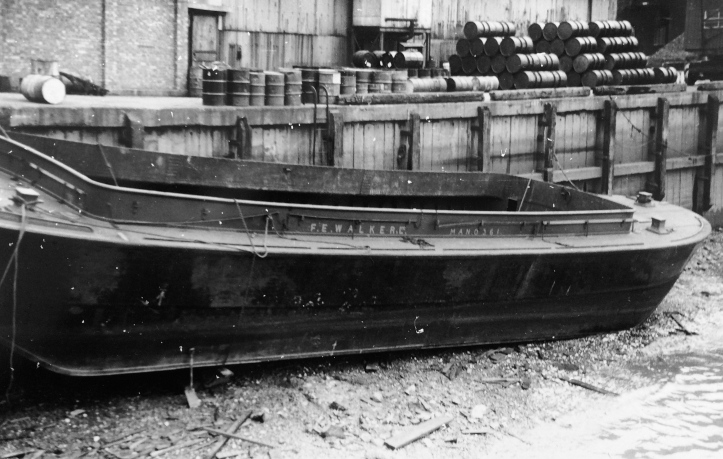 A Walker barge, place and date unknown.