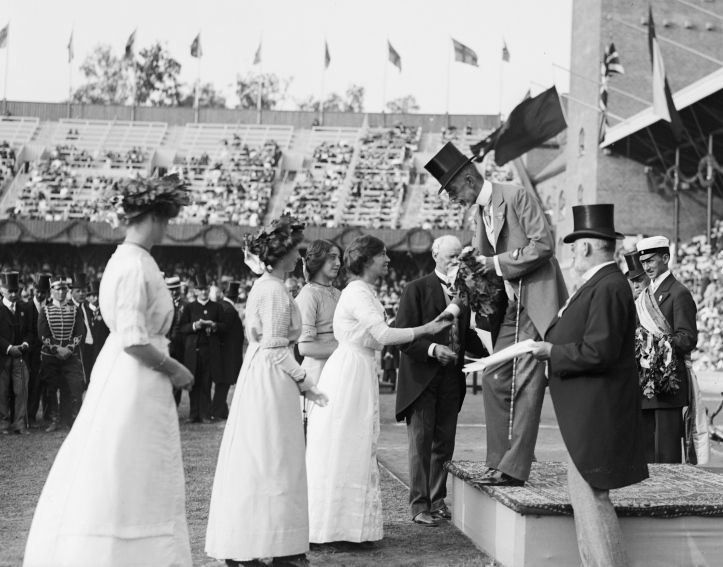 The victorious British team in the women's 400 metres relay swimming receive their medals from King Gustaf V. Picture: stockholmskallan.se