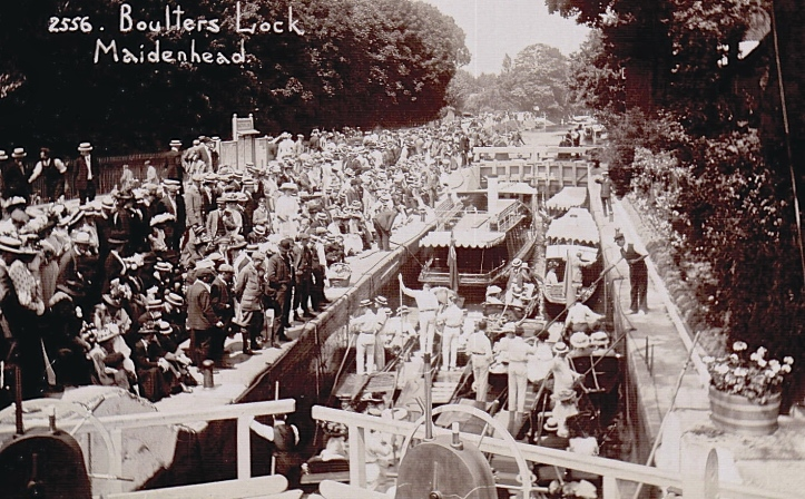 A postcard photograph of the real thing at Boulter's. Here, spectators perhaps hoped to see the wealthy and famous passing through the lock, often on their way to the Astors https://en.wikipedia.org/wiki/Astor_family at Cliveden. https://en.wikipedia.org/wiki/Cliveden#In_the_20th_and_21st_century