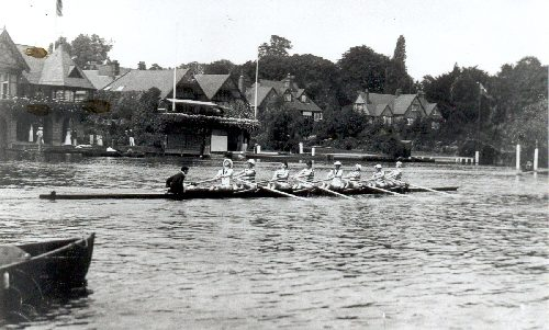 DUBC training during HRR in 1903. They went on to win the Thames Cup. F. Fox (Bow), J. Cunningham (2), M. P. Leahy (3), A. A. McNeight (4), H. A. Emerson (5), H. B. Mayne (6), J. du P. Langrishe (7), F. J. Usher (Stroke) and E. B. Bate (Cox).