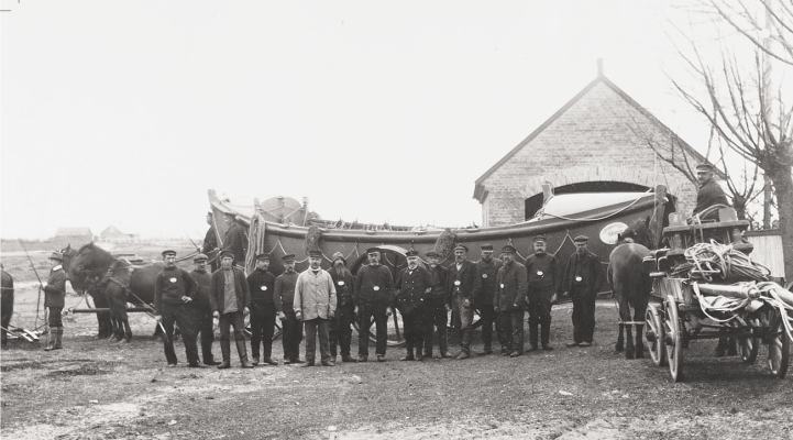 inspection-of-the-crew-ca-1909