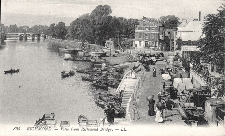The view downriver from Richmond Bridge at some time in the early 20th century. Hire skiffs are much in evidence and I presume that the little booths along the wall on the right are connected with the numerous boat hire businesses.