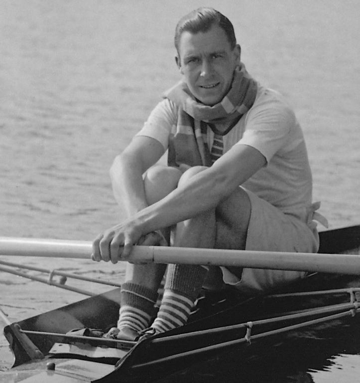 Pic 1. Morris Keele Morris (1899 - 1984), in practice for the 1925 Henley Royal Regatta.
