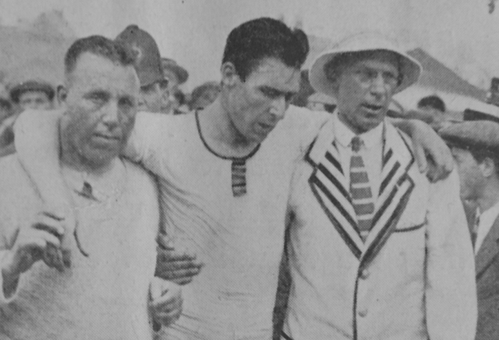 After winning the Diamonds and overturning his boat, back on land, Geoff is supported by trainer, Bossie Phelps (left) and by Major Howell (right).