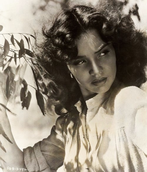 One of Geoff's acclaimed publicity pictures of 'Dual' star, Jennifer Jones. The movie was in colour but much of the publicity material was in monochrome.