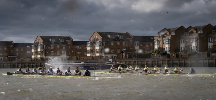 A great picture of the second race passing Chiswick from photographer Duncan Grove posted on @deegeefrps. More of Duncan's pictures of the two Brookes–OUBC races are on his website.